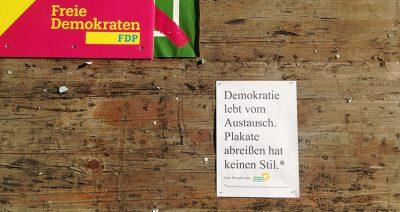 Coole Aktion der Grünen: Plakate abreißen hat keinen Stil!